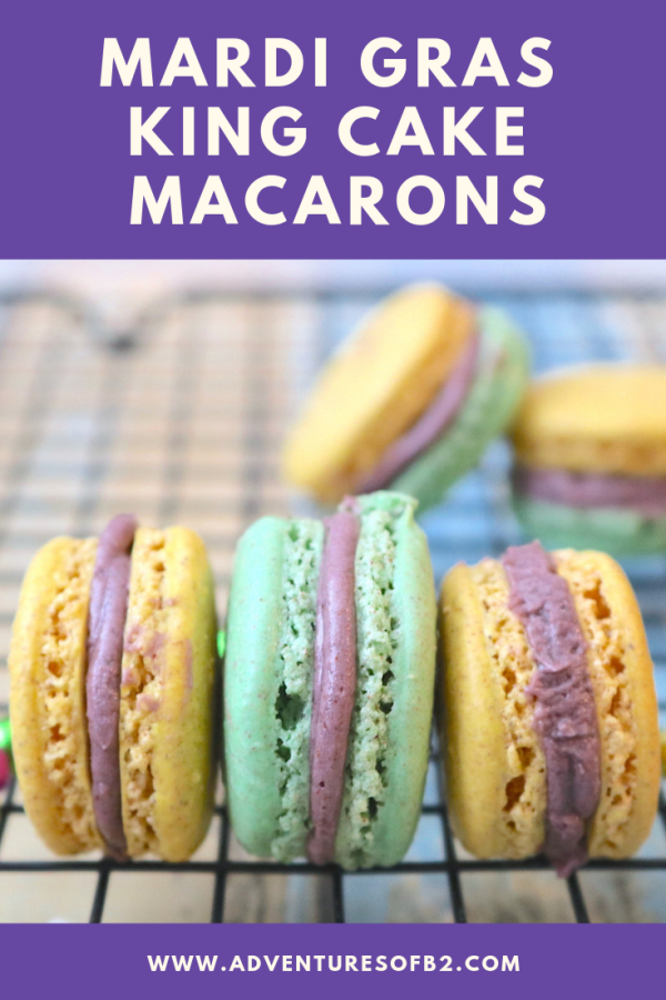 Mardi Gras King Cake Macarons are delightful little macaron with swirls of cinnamon. A light flavor of a king cake just in time for the Mardi Gras season. - Adventuresofb2.com #kingcake #mardigras #macarons #dessert