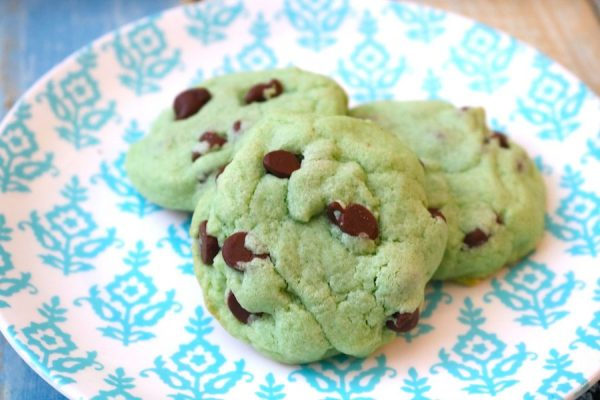 mint chocolate chip cookies are your classic favorite ice cream in a warm fluffy cookie. Peppermint dough swirled with chocolate chips in a festive green color. Perfect for St. Patrick's day celebrations! - Adventuresofb2.com