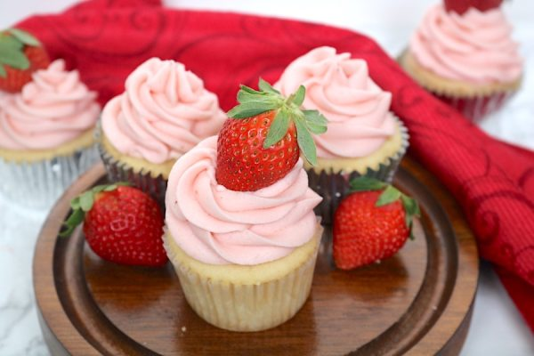 Strawberry heaven for all people who love strawberries. These Strawberries n Cream Cupcakes are made up of a moist vanilla cupcake with a light creamy strawberry filling and the most amazing strawberry buttercream on top! It's a sweet summertime dessert- adventuresofb2.com