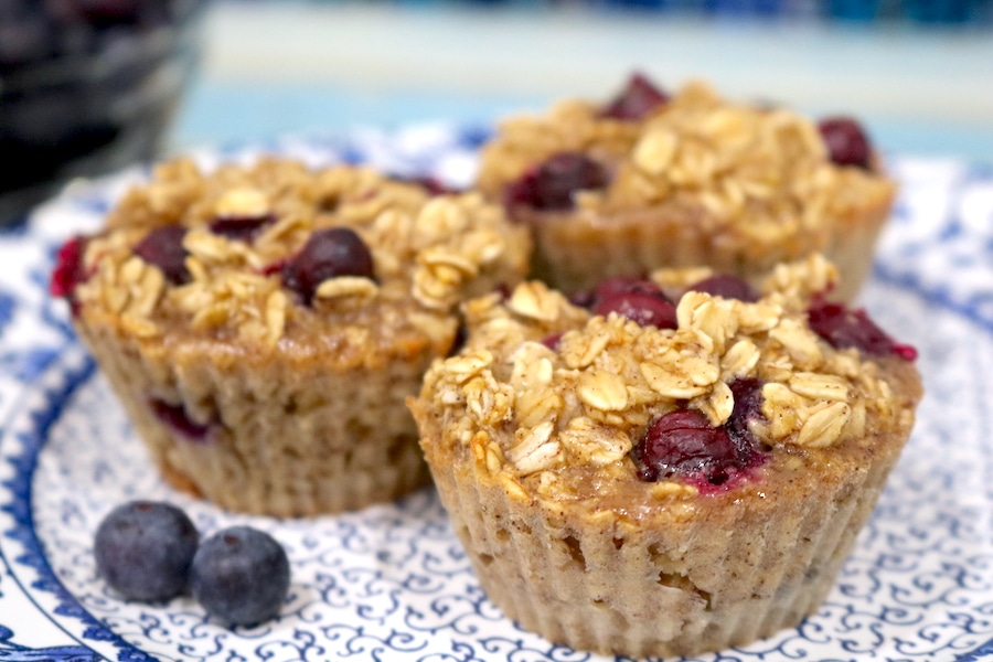 Blueberry Baked Oatmeal Cups are a fast delicious on the go breakfast for busy families. Whip these up in 30 minutes for a healthy gluten free breakfast! - adventures of b2