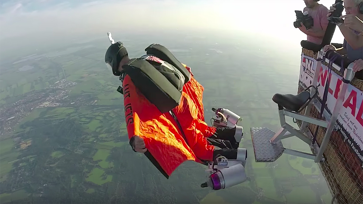 Wingsuit For Sale >> Man Attaches Jet Engines To His Ankles To Power Wingsuit