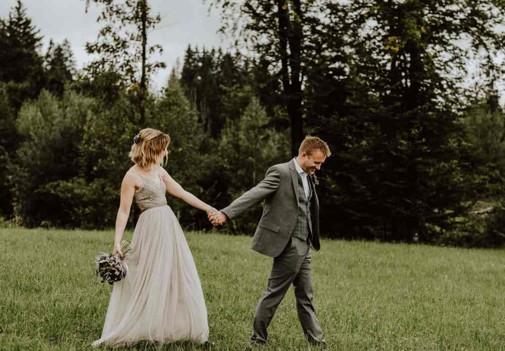 Are wedding blogs still relevant graphic of bride and groom walking hand in hand