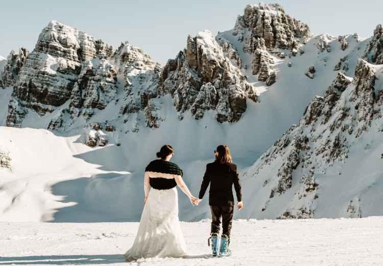 Wedding couple in Axamer Lizum by Wild Connections Photography