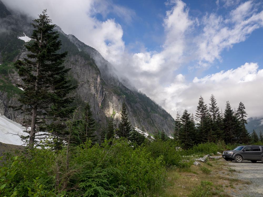 Cascade Pass Trailhead Parking Lot. www.adventuringbeyond.com