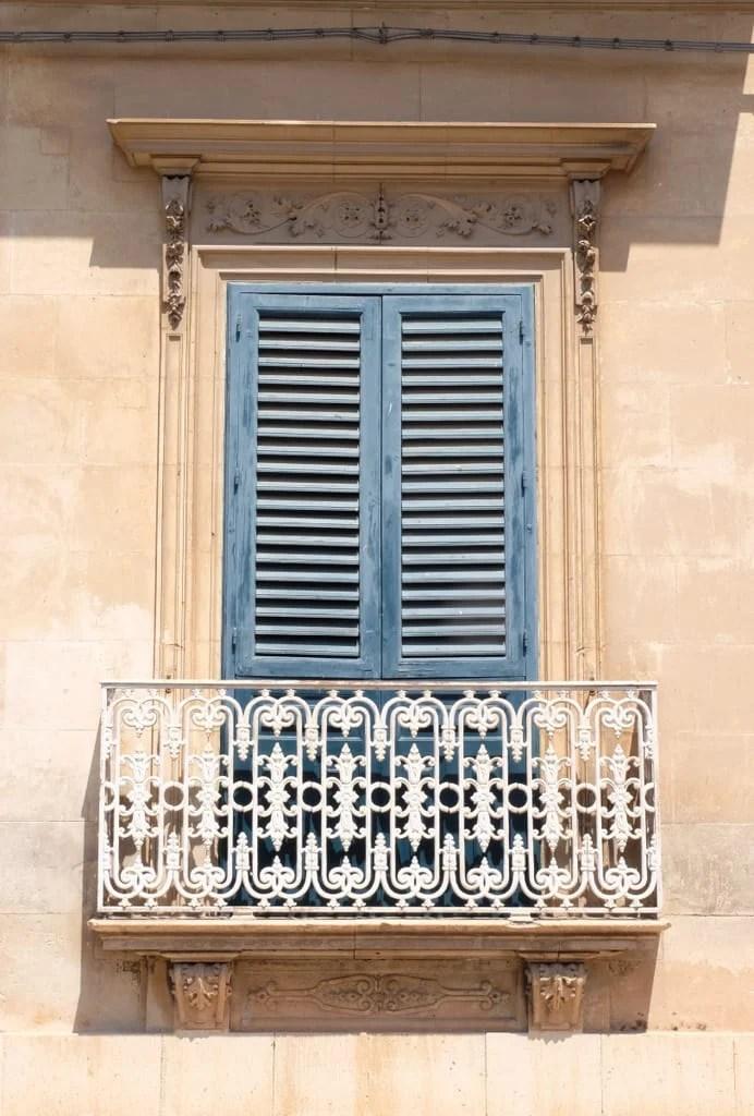 Avola Window