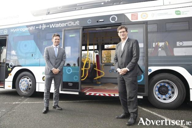 Toyota testet Wasserstoff Bus in Irland