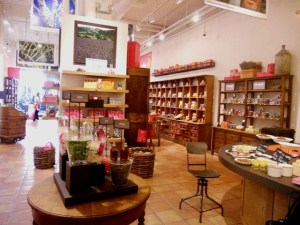L'Occitane en Provence launches a new boutique with great, holiday gift ideas