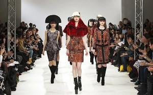 Don't Fly to London For Fashion Week, View it now on Advicesisters.Com, LIVE #LondonFashWeek