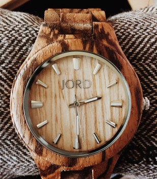 jord-watch makes a great gift for a great girl boss