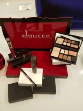 douce-makeup-accesories-council