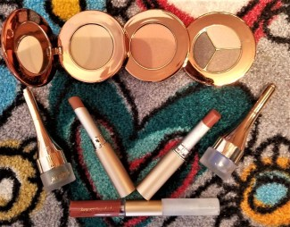 jane Iredale Spring 2018 Pretty in a Snap Collection all the products group photo by alison blackman