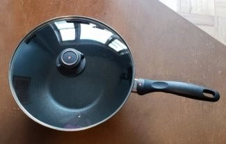photo by alison blackman for advicesisters.com lifestyle swiss diamond wok without cover on wooden table