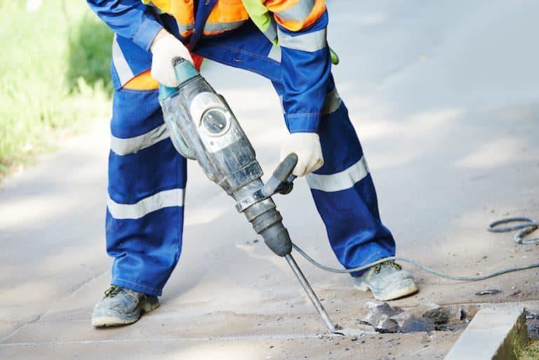 Al funcionar con un motor eléctrico es importante evitar que este entre en contacto directo con el agua.