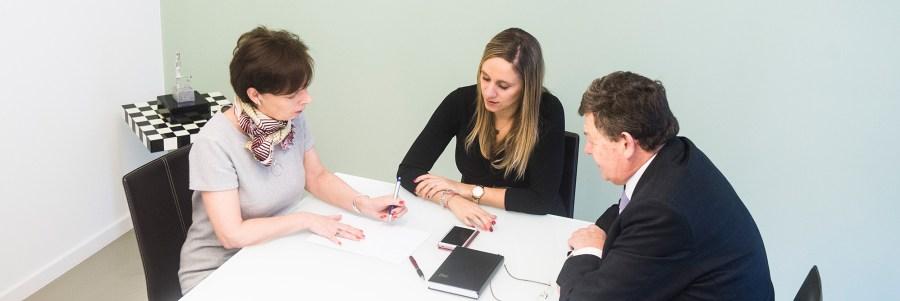 Advocatenkantoor Advoring - groepsfoto van Kathleen Vercraeye, Céline Altéa Lefèvre en Frank Van der Schueren