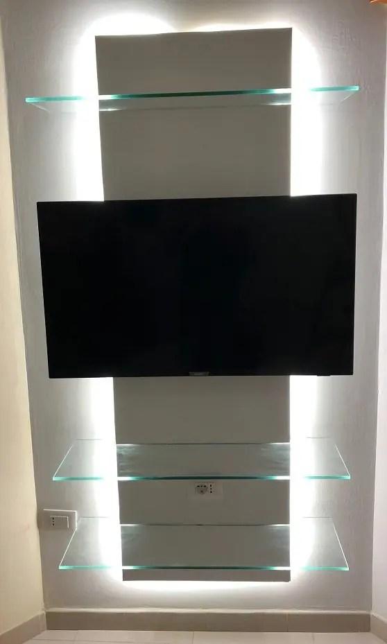 Colonna porta TV moderna con 3 mensole in vetro