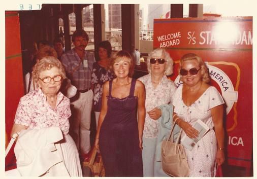 Gramma Carol, Mom & Grace apres or avant cruise.