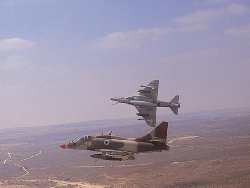 https://i1.wp.com/www.aereo.jor.br/wp-content/uploads//2012/11/AIR_A-4N_Skyhawks_Israeli_lg.jpg