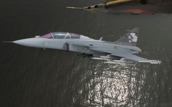 Gripen NG com seis mísseis e duas bombas - foto 4 Saab