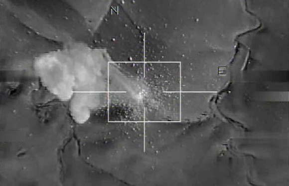 foto divulgada em nota de ataque a posições do EI - imagem via Força Aérea Francesa