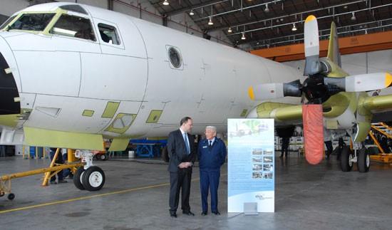O primeiro P-3AM brasileiro em http://www.aereo.jor.br