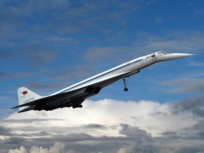 Tupolev 144 e seus canards retráteis que funcionam quando a aeronave está em baixa velocidade para ajudar na estabilidade.