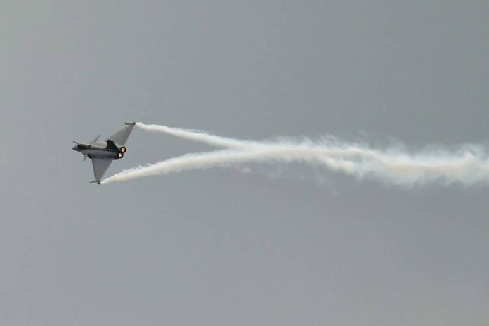 Performance do Dassault Rafale fez parte do 2º dia de Paris Air Show.