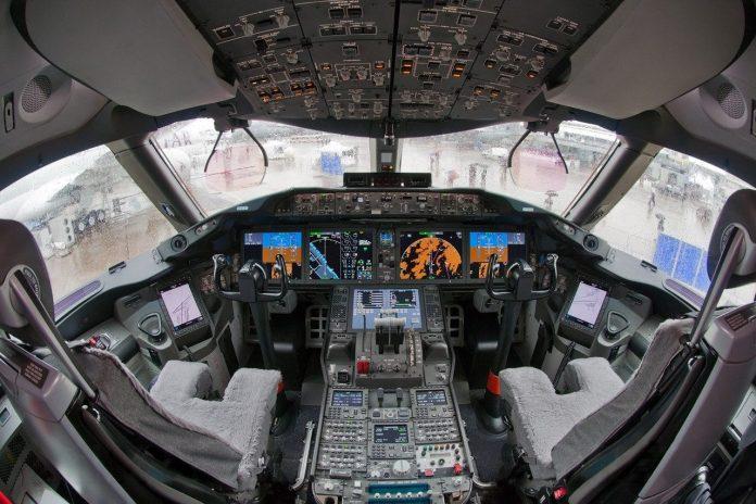 Cockpit Boeing 787...
