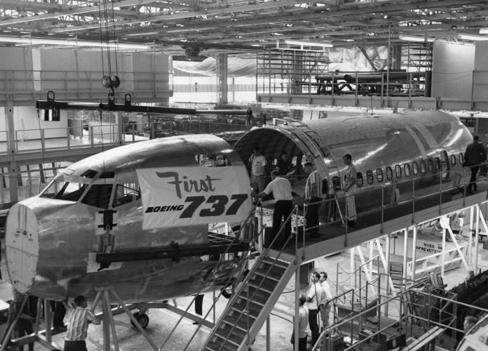 Primeiro 737 na fábrica da Boeing.