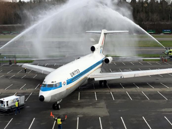Aeronave sendo batizada na sua chegada em Seattle. Foto - Museu of Flight.