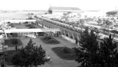 Congonhas em seus anos iniciais com pátio de aeronaves ao fundo. Foto - Infraero/Dilvulgação