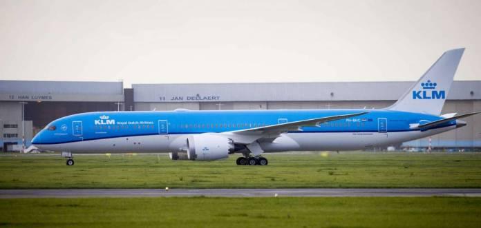 "KLM, Boeing 787-9 Dreamliner ""Sunflower"" Photo by:  Robert Meerding"