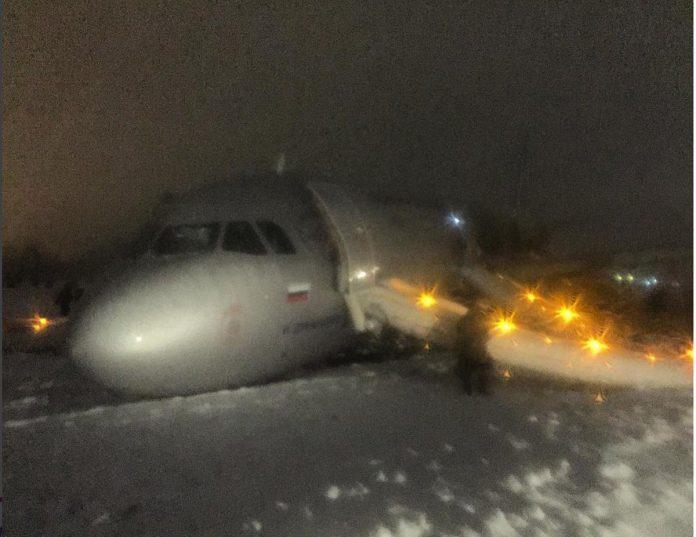 aeroflot-a321-excursion-runway-02