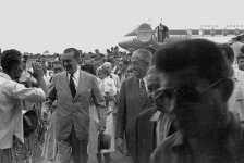 Chegada do presidente Juscelino Kubitschek com seu Viscount. Foto - Arquivo Público do DF/Reprodução