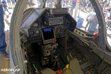 Cockpit do Mirage 2000C, ex-caça da Força Aérea Brasileira.