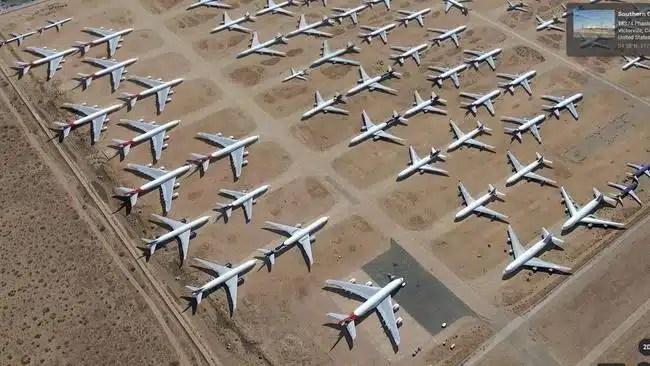 Airbus A380 da Qantas estacionados no deserto