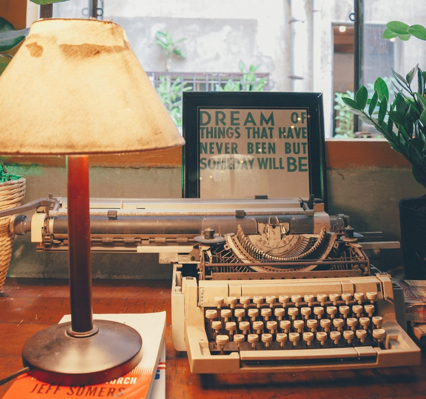 A Guide to Short Story Contests 2019 - Image: Typewriter on a Desk