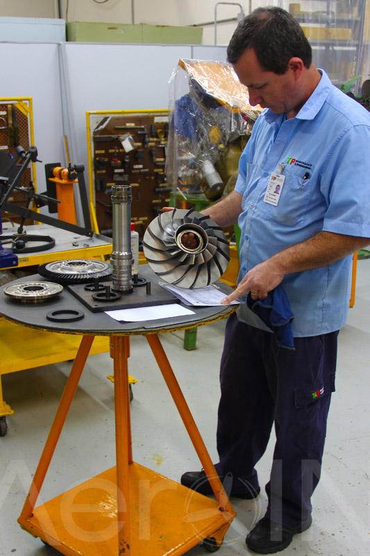 Uma equipe altamente qualificada e especializada cuida da manutenção de motores.