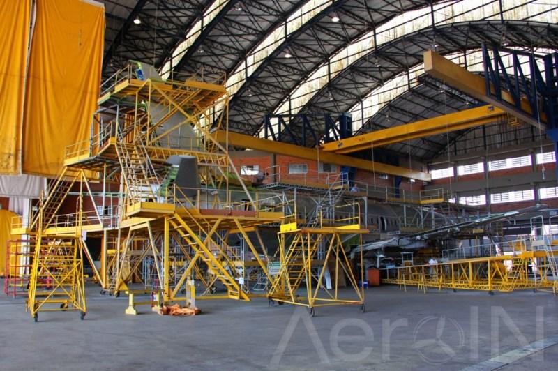 O hangar 4 é o maior da base e tem capacidade para um widebody e dois narrow bodies.