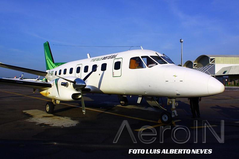 Os grupos desse ano usaram duas aeronaves da Manaus Aero Taxi. Um deles foi o Embraer 110 Bandeirante, visto acima ...