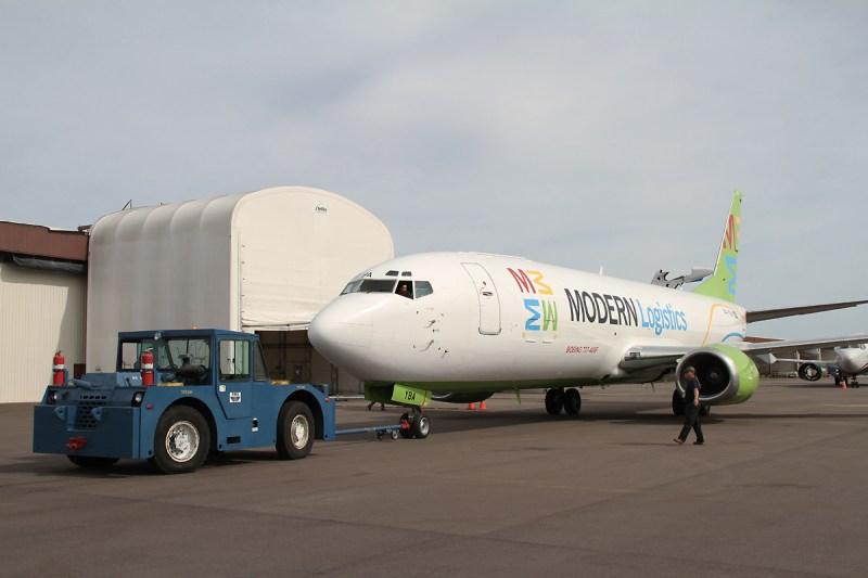 Avião Boeing 737 Modern Logistics