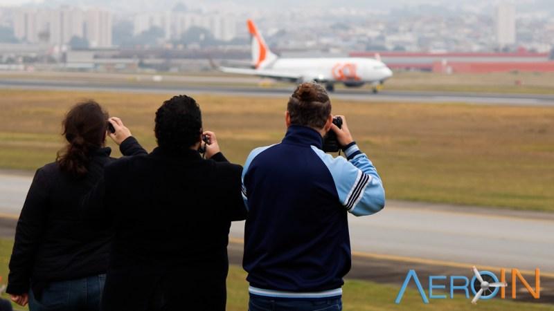 Spotters praticando Spotting Fotografia Aeroporto Avião