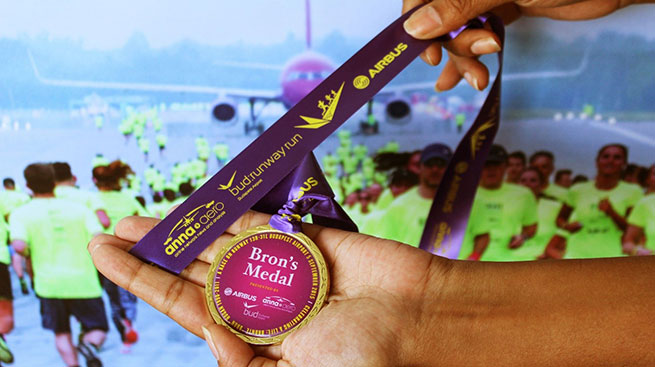 bud-runway-run2015-medal-slide-1