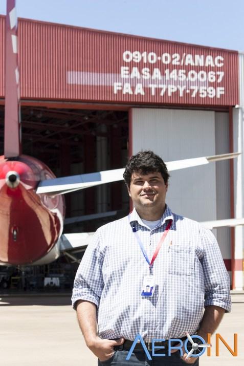 Silvio Ferreira: Nosso guia, líder dos hangares, muito cordial.