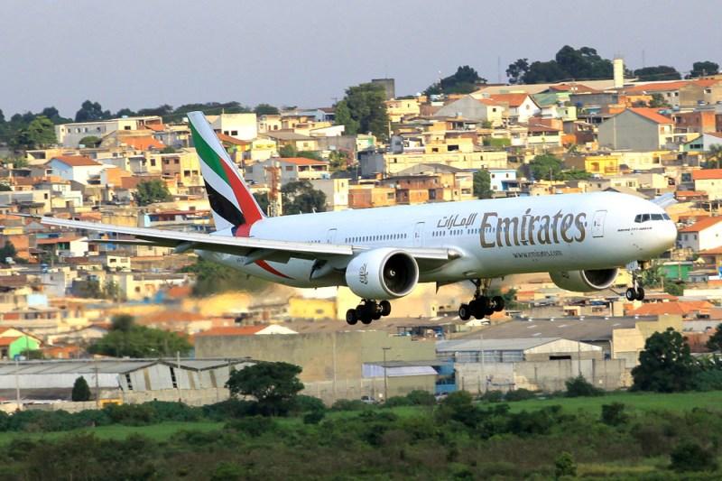 Avião Boeing 777-300 Emirates