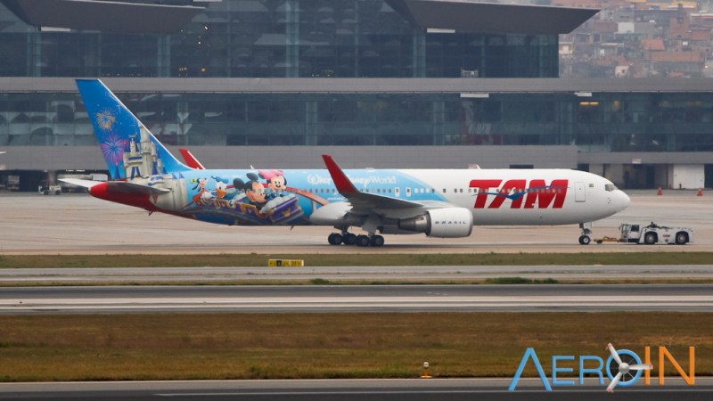 tam-boeing-767-disney