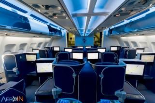 Interior do A330 da Azul com visão da classe Business Xtra