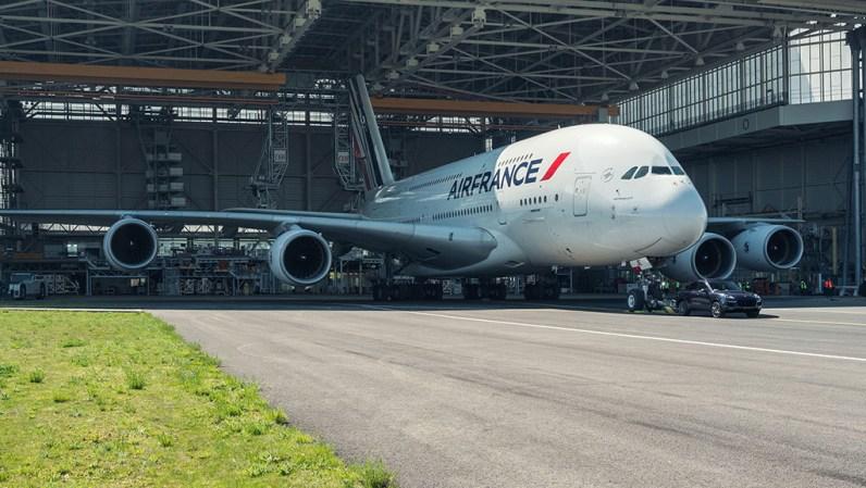 A380 Air France Porsche Cayenne 2