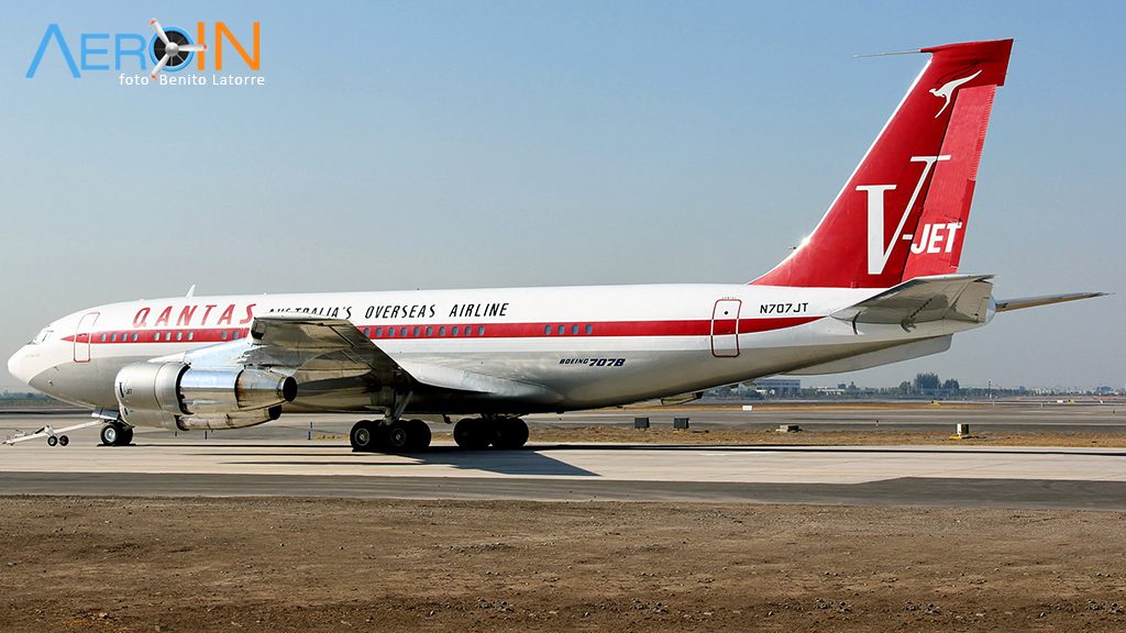John Travolta doa seu Boeing 707 nas cores da Qantas para museu.