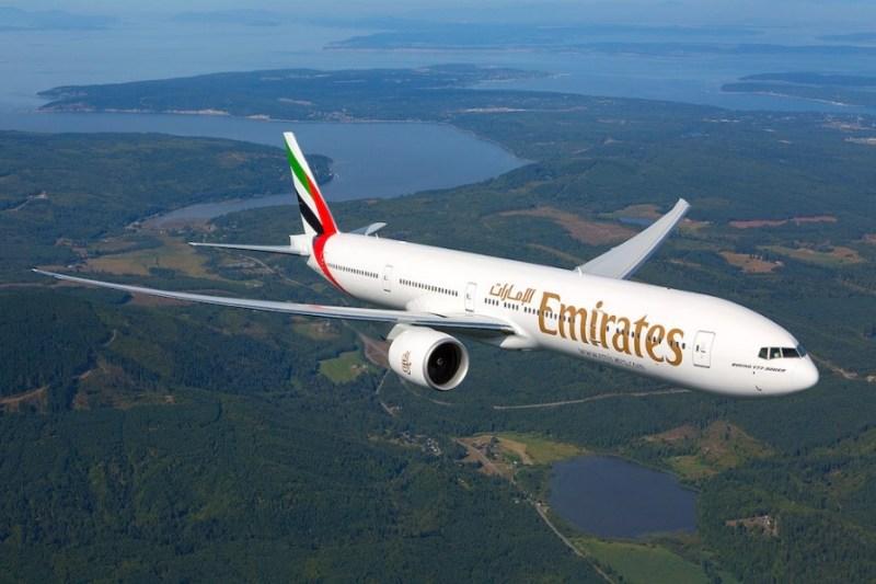 Avião Boeing 777-300 Emirates turbulência