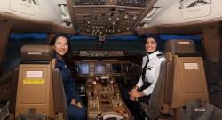 014009b775 Emirates destaca participação de aviadoras durante desafio de simulador